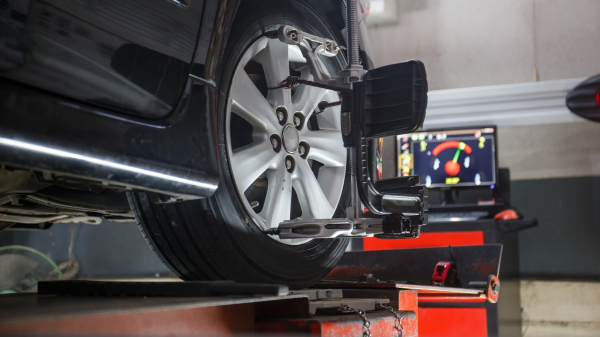 car on alignment machine